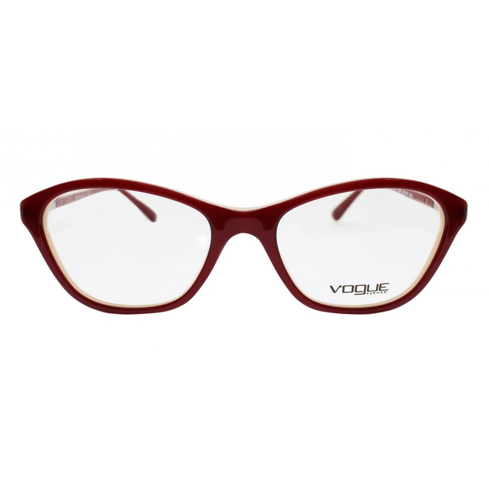 e7c12ca05e97c Las gafas de Vogue provienen de la colección óptica de Vogue con estilos  coquetos y colores fuertes. La montura VO2910B está fabricada en acetato  color rojo ...