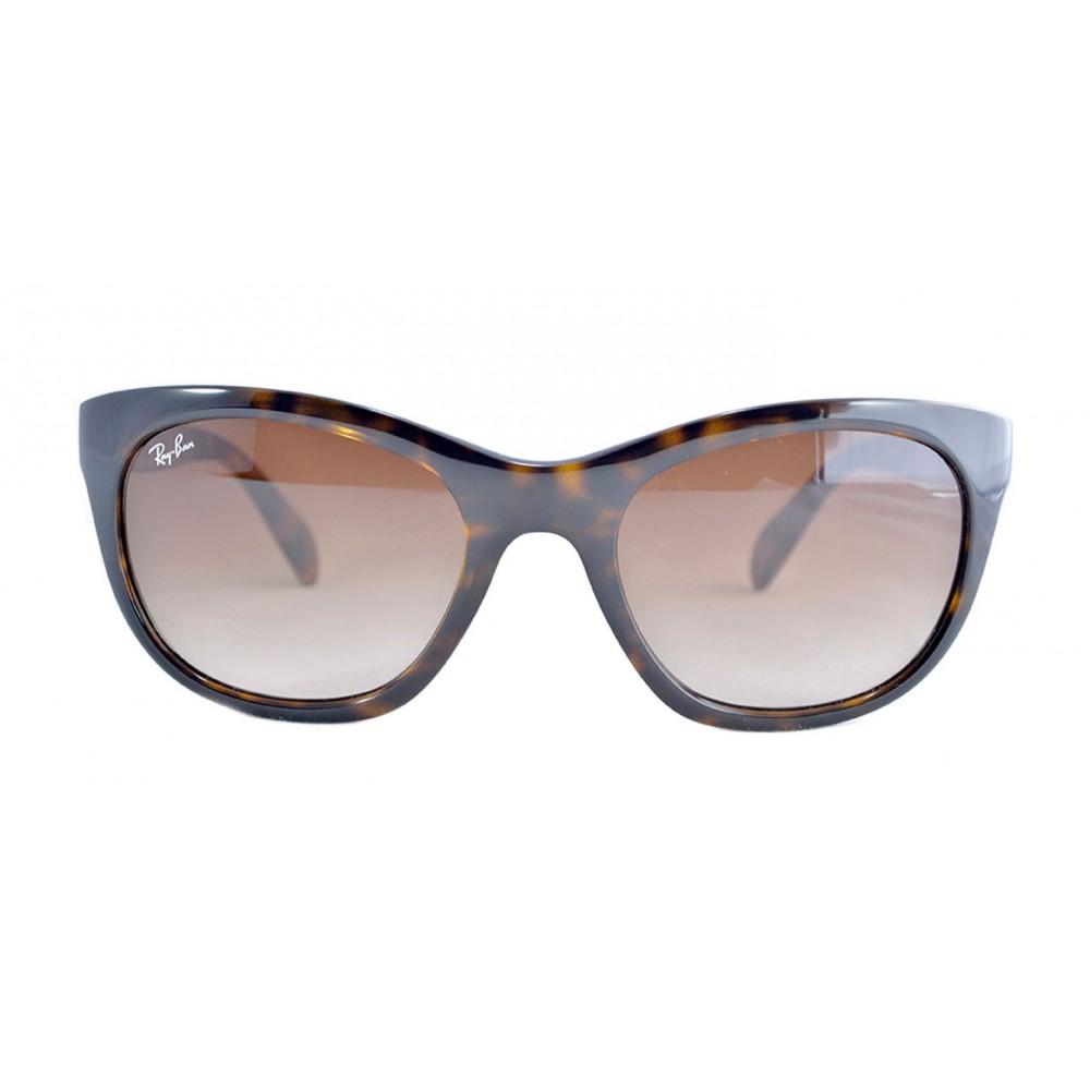 f82bfcf4d214e Las gafas de sol Rayban RB4216 están hechas para que las mujeres no teman  mostrar sus verdaderos colores