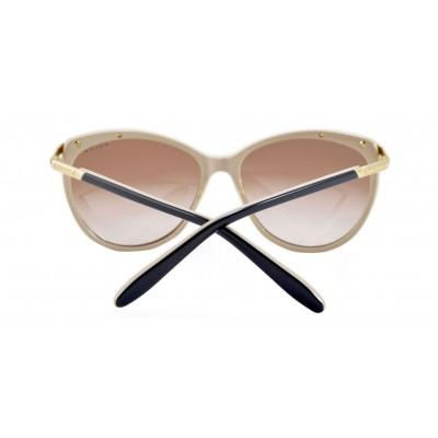 0daf5d9eeb ... by Ralph Lauren está diseñada para mujeres, está fabricada en plástico.  Esta montura viene en color negro con un detalle dorado en la parte  superior.